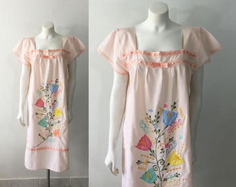 Vintage Mexican Dress Lightweight Peach Floral Embroidery Appliqué Ribbon Accent