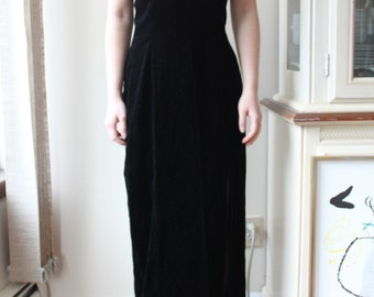 Reduced: Vintage Black Velvet Long Dress with Pearl Neckband, Approximately Size 6, Audrey Hepburn Dress in Breakfast at Tiffany's, Formal