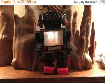 Vintage 1970's Metal Battery Operated Space Robot Toy - Partially works