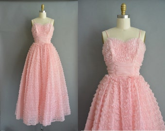 vintage 50s pink party prom dress or bridal party gown.  vintage statement dress. vintage 1950s dress