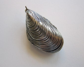 vintage seashell pendant - solid perfume - vintage Estee Lauder ALIAGE solid perfume mussel shell pendant