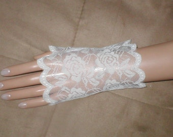 Vintage wrist-length Lace Fingerless Gloves