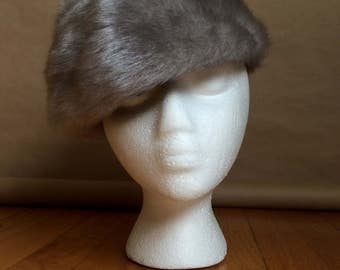 WEEKEND SALE ! vintage 70's 1970's fur hat / fuzzy hat / minimal / Russian bride / winter hat / faux fake fur