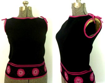 1960s Short Knit Top Pink and Black Sleeveless Pullover