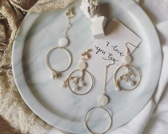 0027 Asymmetric golden deer and pearl earrings