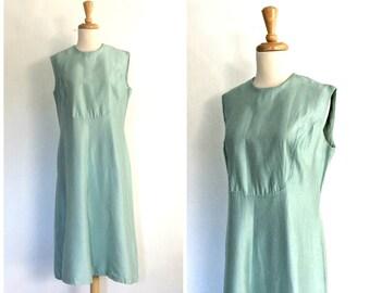 1960s Shift Dress - silk dress - powder blue -  party dress - sheath - sleeveless - knee length - Large