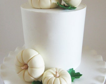 edible sugar pumpkins set of 4 ivory with leaves