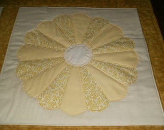 Dresden Plate Quilted Table Runner