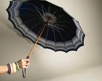 Kone Vintage Umbrella Pat Pend Root Beer Plastic Handle Navy Blue Nylon Rain Accessory Parasol Rain Accessory