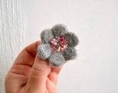 Little Needle Felted Brooch Gray Wool Felt Flower, Small Felt Flower Pin, Grey Flower Brooch, Felted Flower,Corsage Brooch,Woolen Brooch