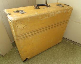 Vintage 1940s Shabby Yellow Suitcase, Tour Lite, Monarch