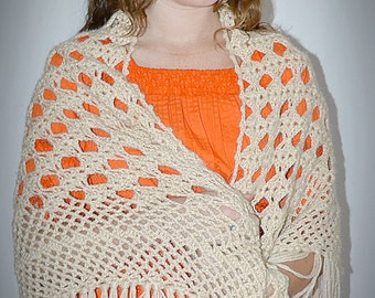 Vintage 1960s Hand Crocheted Beige Shawl With Long Fringe