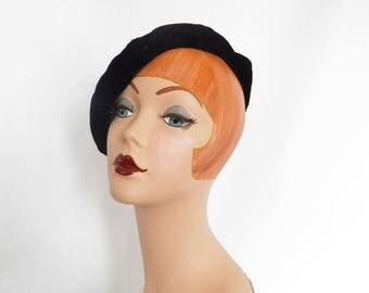 Black velvet beret hat, vintage tam, excellent