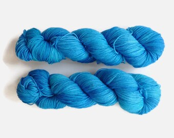 "Blue semi solid sock yarn, hand dyed - 4 ply fingering, 75/25 superwash merino and nylon, Sock&Roll base - ""Blue moon"""