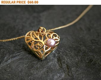 SALE - Women's Gift, Mother Daughter Gift for Mom, Heart Necklace, Gold Heart Pendant, Mothers Day Gift, Pink Pearl Necklace, Gift for Women