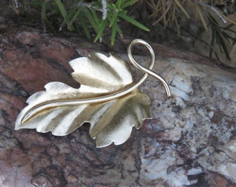 Extra Large Gold Tone Leaf Brooch, Autumn Fall Wear, Thanksgiving Pin, Maple Leaf, Oak Leaf, Vintage Costume Jewelry, Nature Lovers Gift