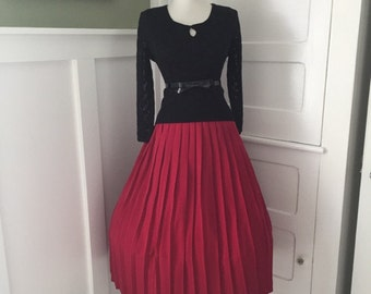 VINTAGE 1950s 1960s Ox Blood Red Accordion Style Pleated Full Skirt