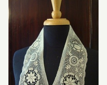 2016 SALE Late 1800's Early 1900's Bedfodshire Lace Neck Collar Scarf Lace Insert Bobbin Lace Heirloom Antique Wedding Dress Antique Lace