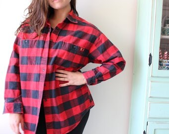 Vintage GRUNGE Collared Button Down....size medium large...90s clothing. retro. sporty. preppy. classic. frat. nautical. striped. college. qbgLXydrS