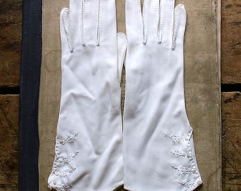 Vintage Ladies White Cotton Gloves with Embroidered Cuffs and Tiny Button Detail - Wedding Gloves