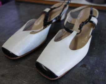 1970's slim black captoe with white t-strap slingback flats, elegant Italian leather, made in Italy 7 M