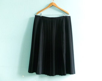Vintage Midi Skirt / Black Pleated / High Waisted / Simple Classic Elegant Chic / medium large
