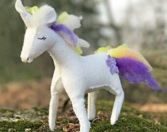 Unicorn Sewing Kit, Felt Animal Craft Kit, Felt Unicorn Ornament, Beginner Sewing Kit, DIY Sewing, Hand Stitching, Unicorn