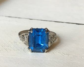 Vintage Sterling Silver Blue Paste Stone Ring. Blue Paste Solitaire Ring. Vintage Ring. Alternative Sapphire. Paste Stone - Size 5.25