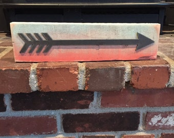 Metal Arrow on Two Toned Painted Pallet Wood