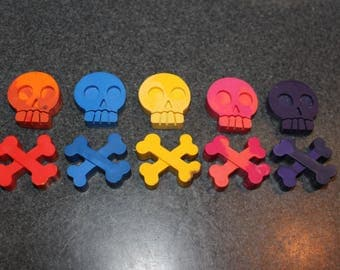 Lot of 10 Crayons. Recycled Crayons. Kids Crayons. Party Favors. Skull Crayons. Crayons. Skull. Day of the Dead. Rainbow Crayons.