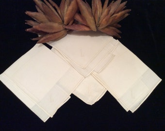"Vintage Set of 4 Fine Linen Monogrammed  ""L"" Handerkerchiefs, Hankie Vintage"