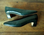 Leather Pumps dark green heels classic Mad Men shoes classic Jackie O style vintage 70s 80s Van Eli made in Italy women 5.5 medium