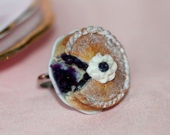 Blueberry Pie Ring  - Blueberry Pie jewelry - Miniature Food Jewelry - Food Ring - Kawaii Ring - Pastry Jewelry - Pastry Ring