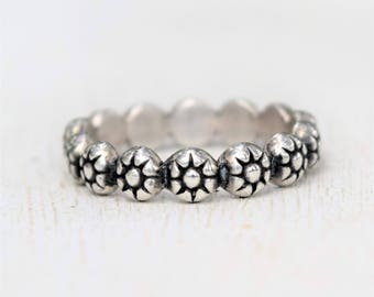 Sterling Silver Floral Band - Daisy Ring - Flowers - Bohemian Jewelry - Wedding Band - Stacking Ring - Oxidized Silver - Berry Wire