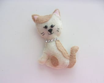 "Handmade Felt CAT Magnet 4""h x 3""w"