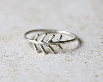 Silver arrow ring, fir tree ring, Sterling silver fir tree jewelry, stackable ring, Boho arrow ring, chevron ring, nature ring, skinny ring