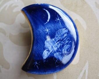 Vintage 70's porcelain moon brooch etched decoration blue gold plated ceramic (4353)