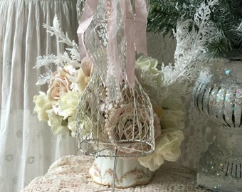 Shabby Wire Dress form, Chicken wire mannequin, French dress form, shabby cottage chic, jewelry display rack, store display, fanny pippin