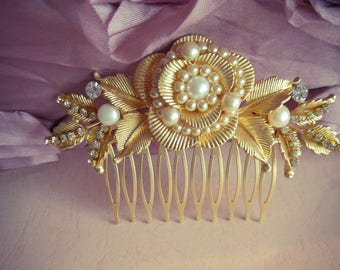 Gold Bridal Hair Comb,Vintage Genuine Pearls Comb,Golden Leafs Bridal Hairpiece Golden headpiece,Flower hair comb Wedding Swarovski crystals
