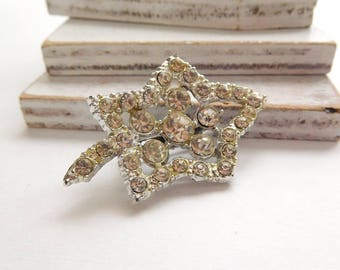 Vintage Sparkling Clear White Rhinestone Autumn Winter Leaf Brooch Pin Jewelry