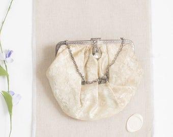 La Marquise Wristlet / Cream Metallic Floral Brocade Chain Evening Bag, Formal Prom Vintage Wedding - Vintage Small Purse