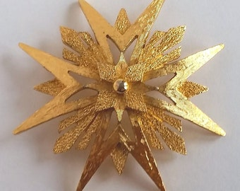 Vtg 60s Signed MONET SNOWFLAKE STAR Brooch Pin Vintage Costume Gold Tone Jewelry 1960s Retro Mod