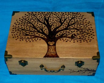 Decorative Rustic Wood Burned Wedding Box Custom Suitcase Wooden Wedding Tree Keepsake Card Trunk Personalized Willow Love Birds Gift Carved