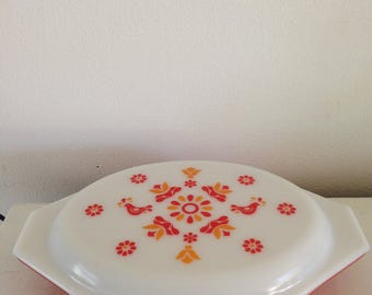 Vintage Pyrex red pattern covered divided dish from the 70's
