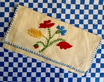 Vintage French NAPKIN CASE, Small Embroidered Linen Pouch. Field Flower Motif.