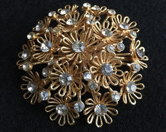 Large vintage goldtone and Rhinestone brooch daisy flower pin