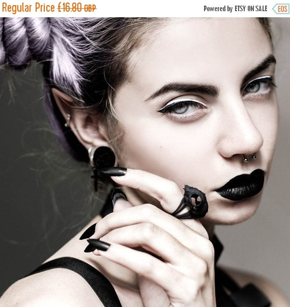 BLACK FRIDAY SALE - Cat Skull Ring in black - A black cat skull ring to adorn your hands