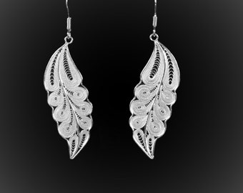 Earrings spiral fall in silver embroidery