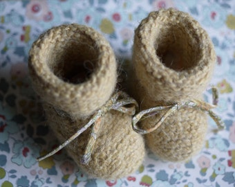 Wool slippers for baby, yellow pale, 3 to 6 month, in a liberty paper bag