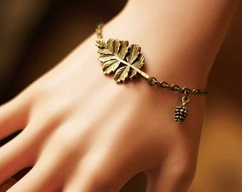 The ancient forest is tied with pine nuts bracelet 0314